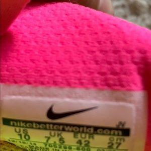Nike Shoes - Nike's women's shoes